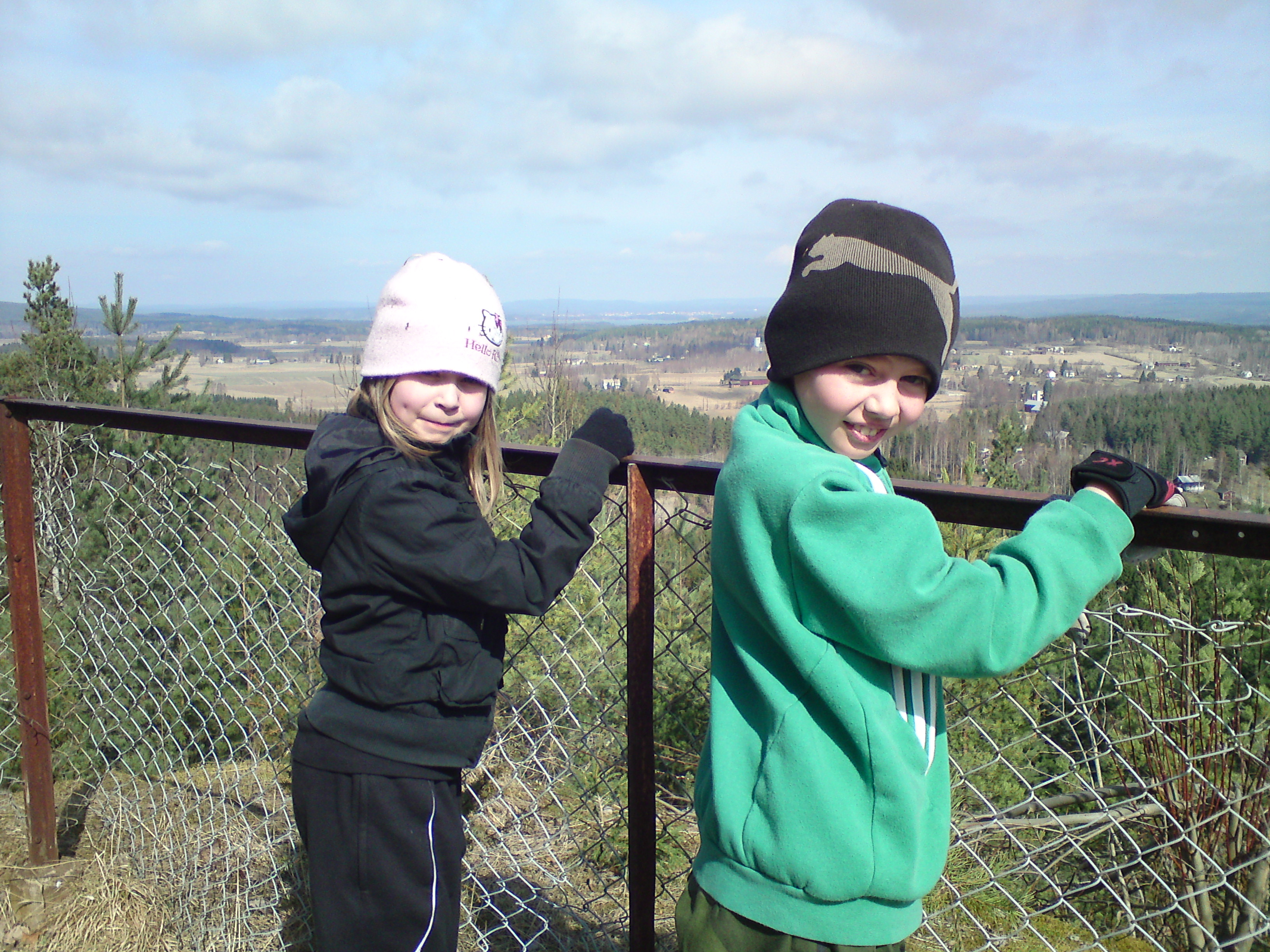 Mathilda och Hugo vid utsikten
